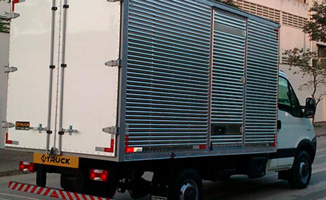 O revestimento interno do baú do seu caminhão atende suas necessidades?